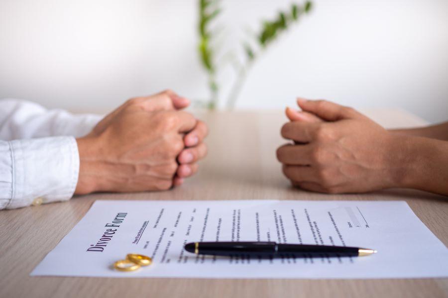 Συναινετικό διαζύγιο: Πώς βεβαιώνεται το γνήσιο της υπογραφής