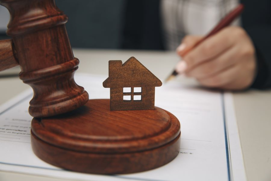 Δικηγόροι: Θα απέχουν από τους πλειστηριασμούς ευάλωτων νοικοκυριών