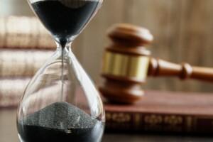 Κλεψύδρα - Δικαστικό σφυρί