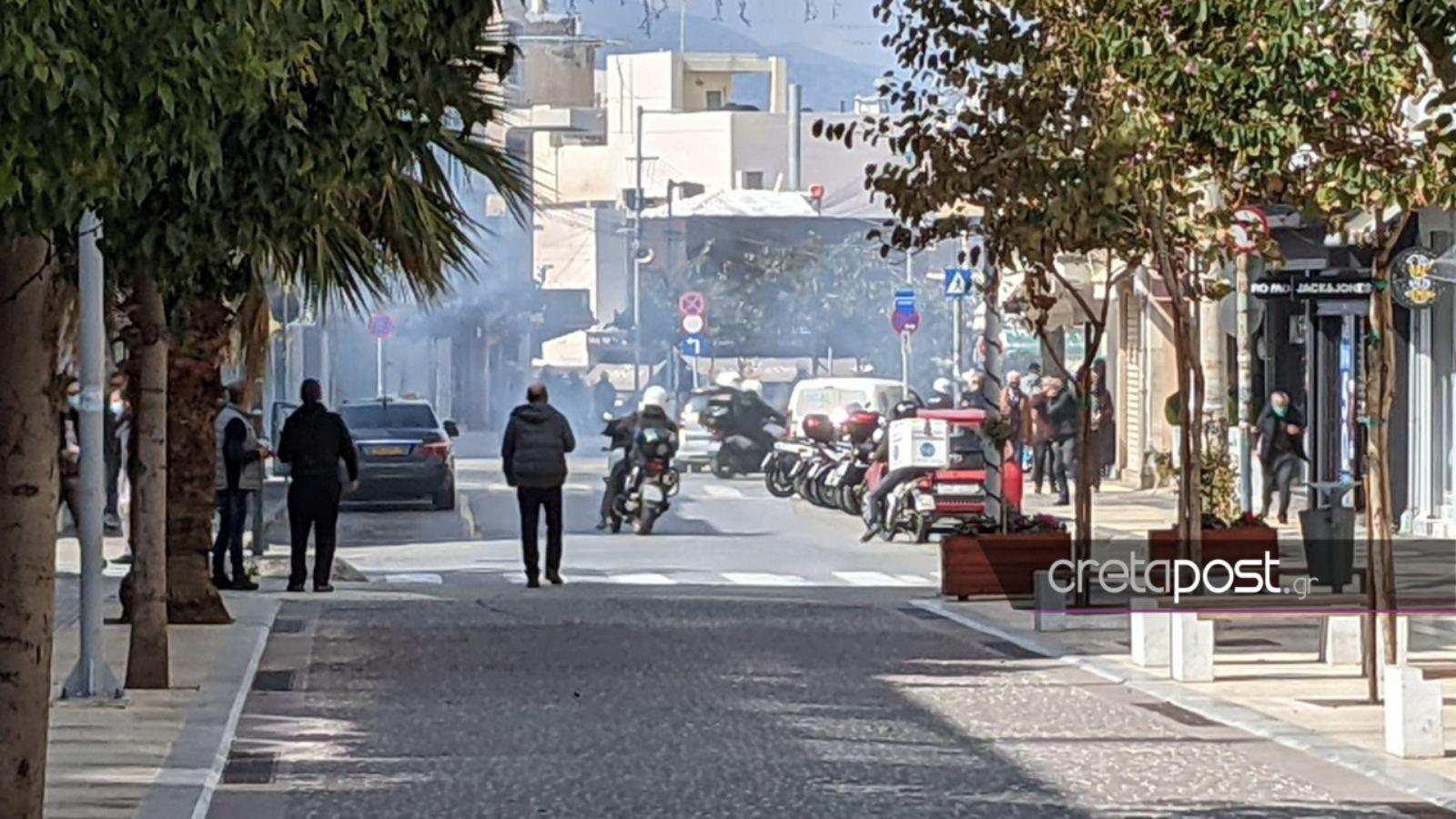 Κρήτη: Επεισόδια με ξύλο, χημικά και δακρυγόνα στην πορεία για τον Κουφοντίνα στο Ηράκλειο
