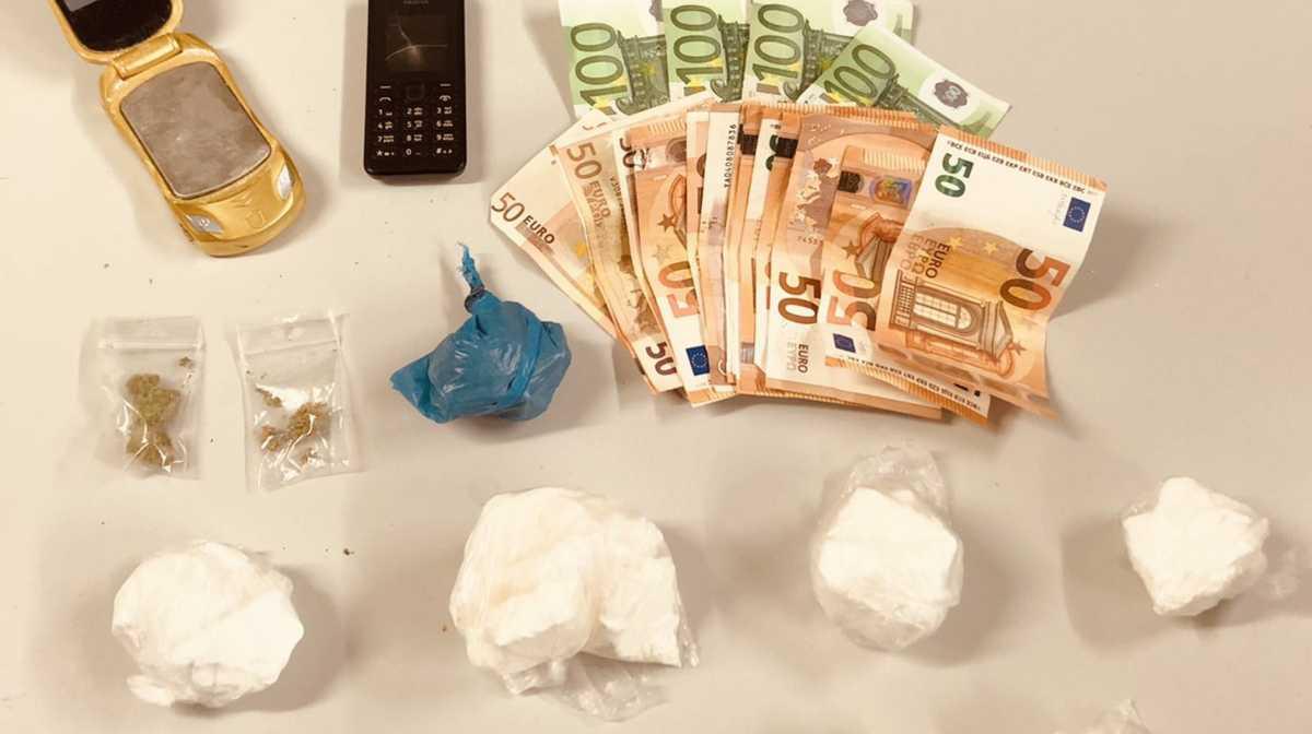 """Διακίνηση κοκαΐνης στην Κυψέλη – Ψυγείο, ηλεκτρική σκούπα και τηλεόραση οι """"καβάτζες"""""""