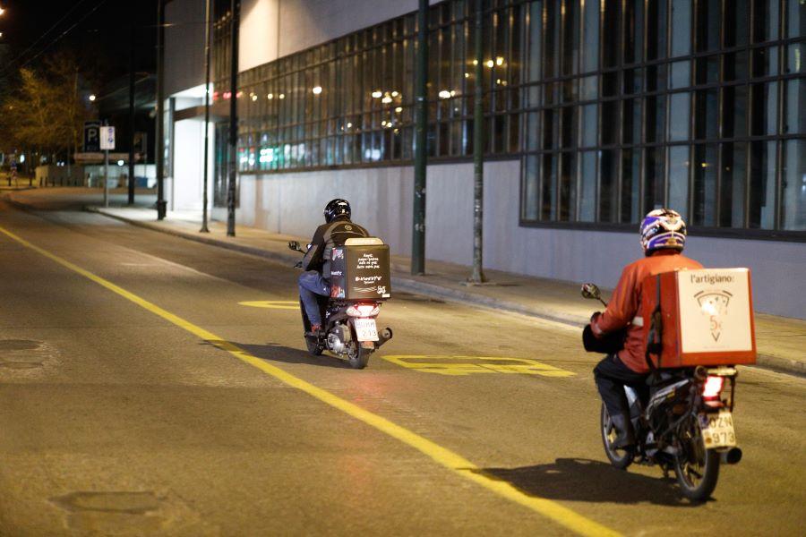 Θεσσαλονίκη: Τροχαίο με ντελιβερά λόγω παγετού – Οι διανομείς ζητούν την απαγόρευση υπηρεσιών ντελίβερι εν μέσω κακοκαιρίας