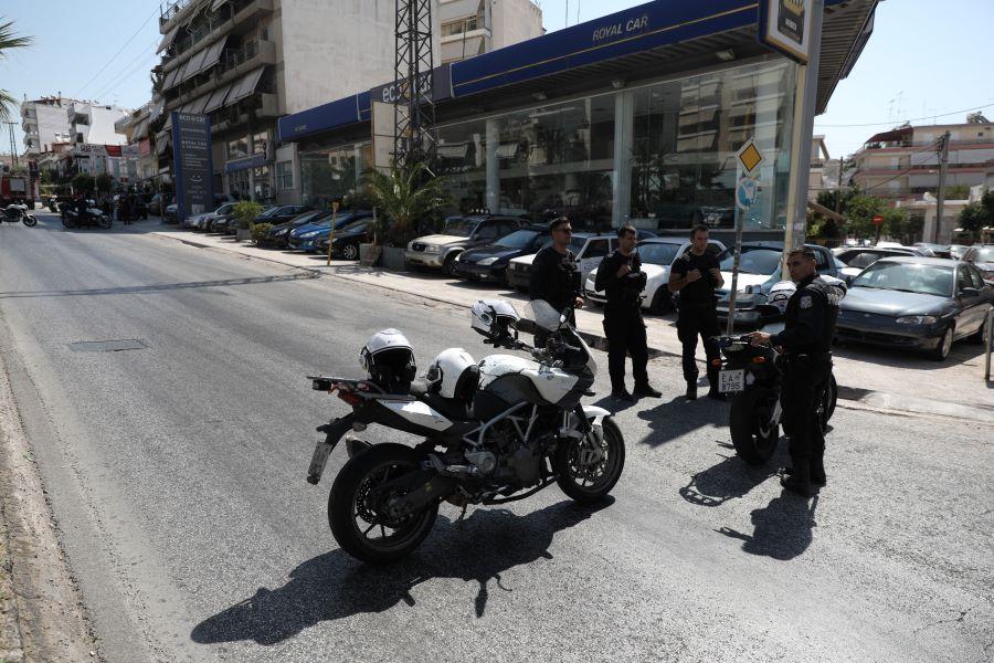 Πυροβολισμοί από ομάδες Ρομά κατά αστυνομικών στο Ζεφύρι – Έρευνες σε σπίτι παρουσία εισαγγελέα – ΒΙΝΤΕΟ