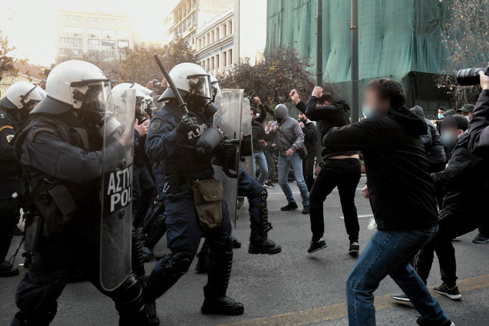 Ένταση στο κέντρο της Αθήνας στην πορεία για τον Δημήτρη Κουφοντίνα /ΒΙΝΤΕΟ