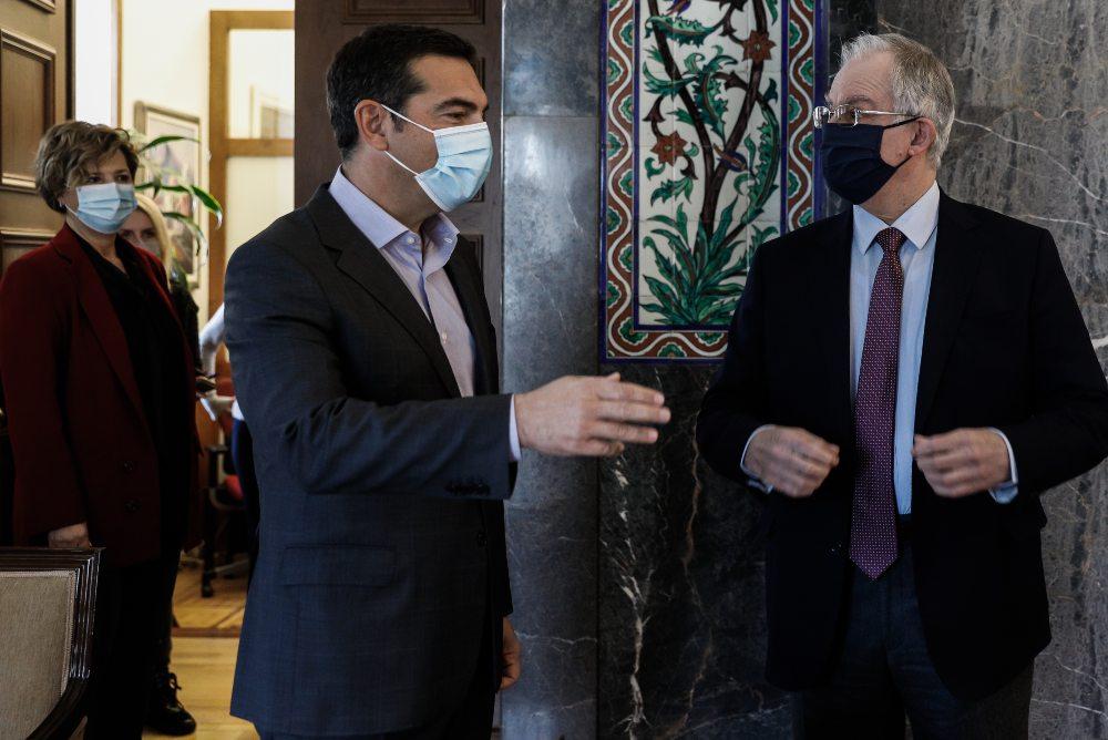 """Σκληρό ροκ στη Βουλή: Ο Τασούλας έκλεισε τα μικρόφωνα στον Τσίπρα – """"Δεν θα μετατρέψουμε τη Βουλή σε σκηνικό πολιτικού ακτιβισμού"""" – """"Θα λογοδοτήσετε"""" – ΒΙΝΤΕΟ"""