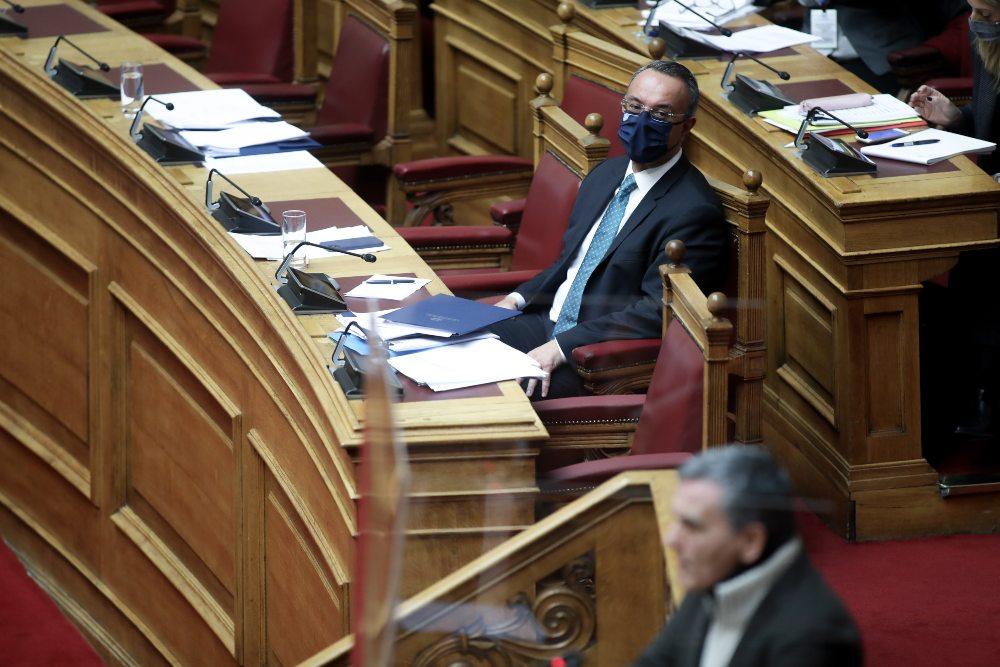 Στη Βουλή τα νέα μέτρα στήριξης των πληγέντων από τον κορονοϊό – Τι προβλέπει το νομοσχέδιο