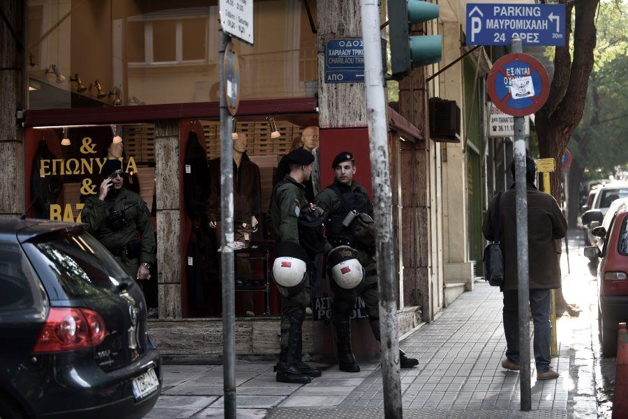 Αστυνομικός αυτοπυροβολήθηκε ενώ ήταν σε υπηρεσία στη Χαριλάου Τρικούπη – Νοσηλεύεται στο νοσοκομείο – BINTEO