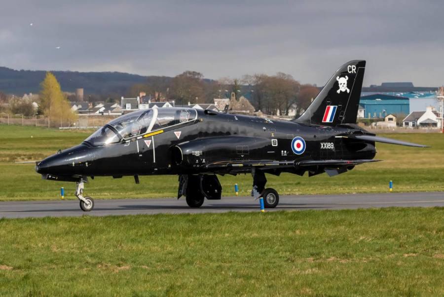 Βρετανία: Συνετρίβη στρατιωτικό αεροσκάφος – Σώθηκαν οι πιλότοι – BINTEO – ΦΩΤΟ