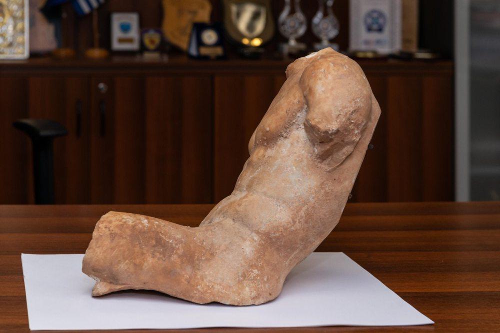 Κορινθία: Προσπάθησε να πουλήσει άγαλμα του 5ου π.Χ. αιώνα αντί 100.000 ευρώ /ΒΙΝΤΕΟ