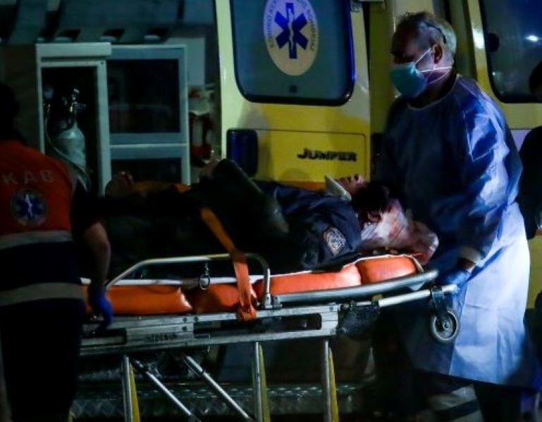 Νέα Σμύρνη: Τα πρώτα λόγια του τραυματία αστυνομικού από το νοσοκομείο για το άγριο ξύλο που έφαγε επί 2,5 λεπτά – ΒΙΝΤΕΟ – ΦΩΤΟ