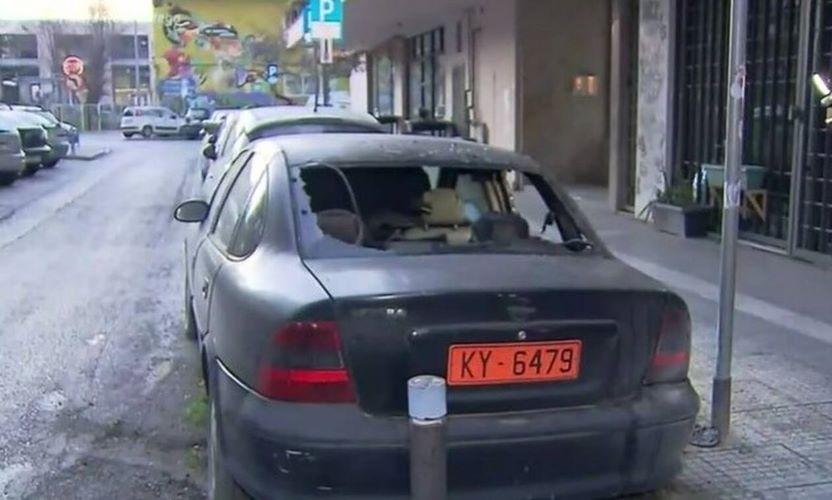 Θεσσαλονίκη: Εμπρησμός σε αυτοκίνητο του υπουργείου Εργασίας – ΒΙΝΤΕΟ