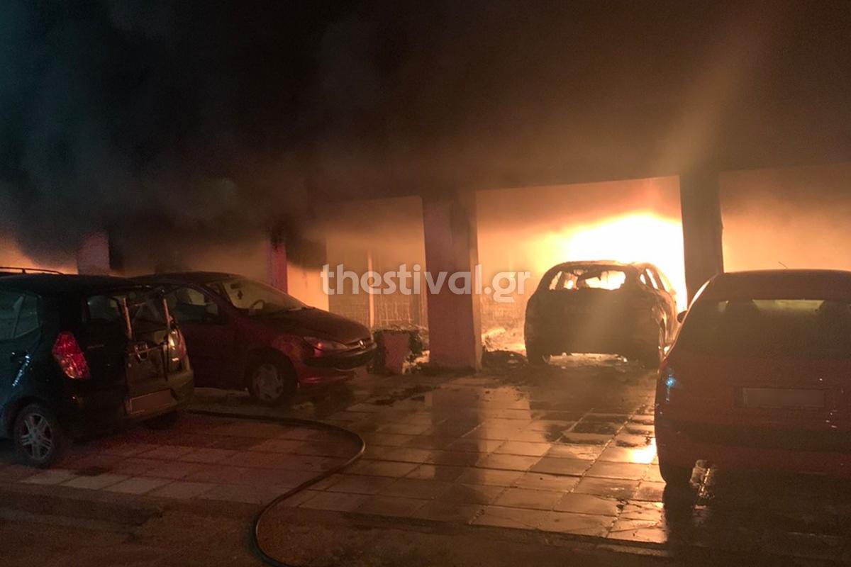 Φωτιά από εμπρηστική επίθεση στη Θεσσαλονίκη – Κινδύνευσαν ζωές /ΒΙΝΤΕΟ
