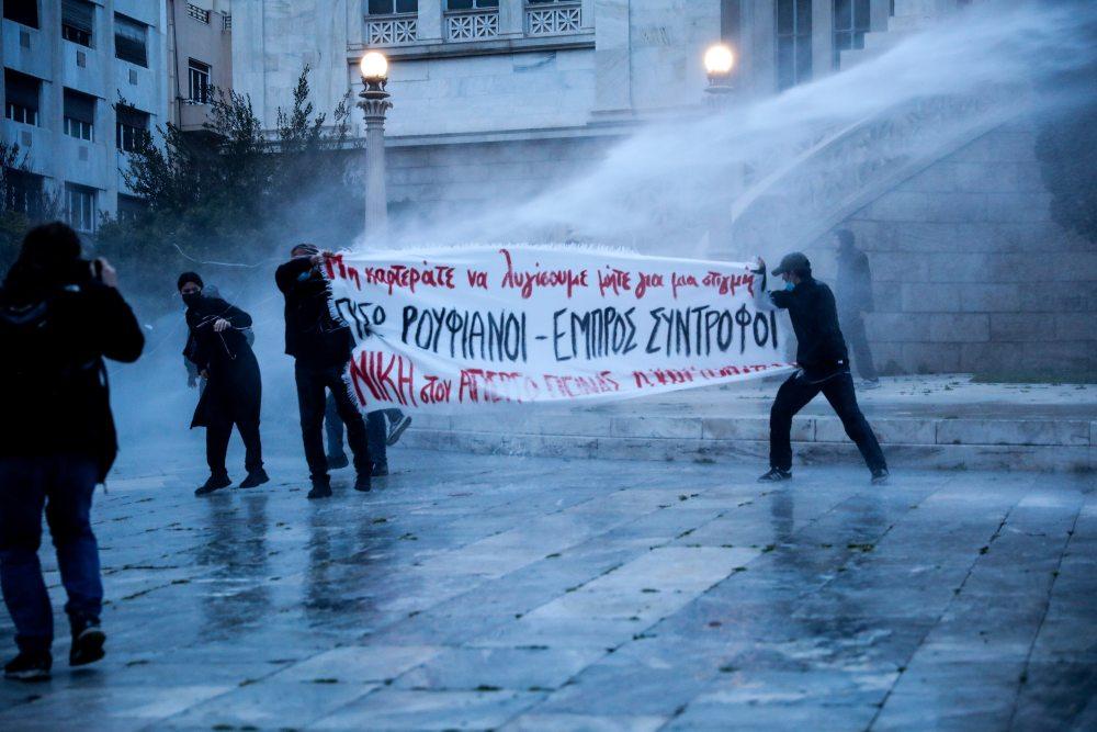 Επεισόδια στη συγκέντρωση για τον Δημήτρη Κουφοντίνα στο κέντρο της Αθήνας  – Δέκα προσαγωγές /ΒΙΝΤΕΟ,ΦΩΤΟ