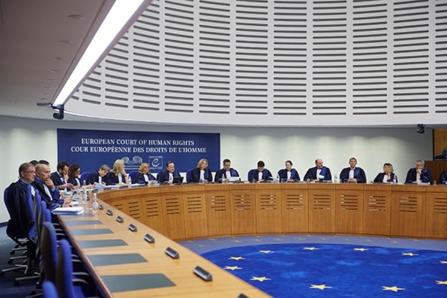 Κατατέθηκε στο ΕΔΔΑ η πρώτη προσφυγή κατά του κλεισίματος των δικαστηρίων στην Ελλάδα με παρέμβαση των δικηγόρων της χώρας – Την υπέβαλλαν Νίκος Αλιβιζάτος και Βασίλης Χειρδάρης