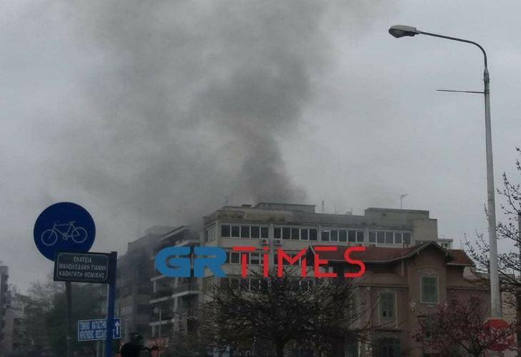 Θεσσαλονίκη: Μεγάλη φωτιά κοντά στα Δικαστήρια – ΒΙΝΤΕΟ – ΦΩΤΟ