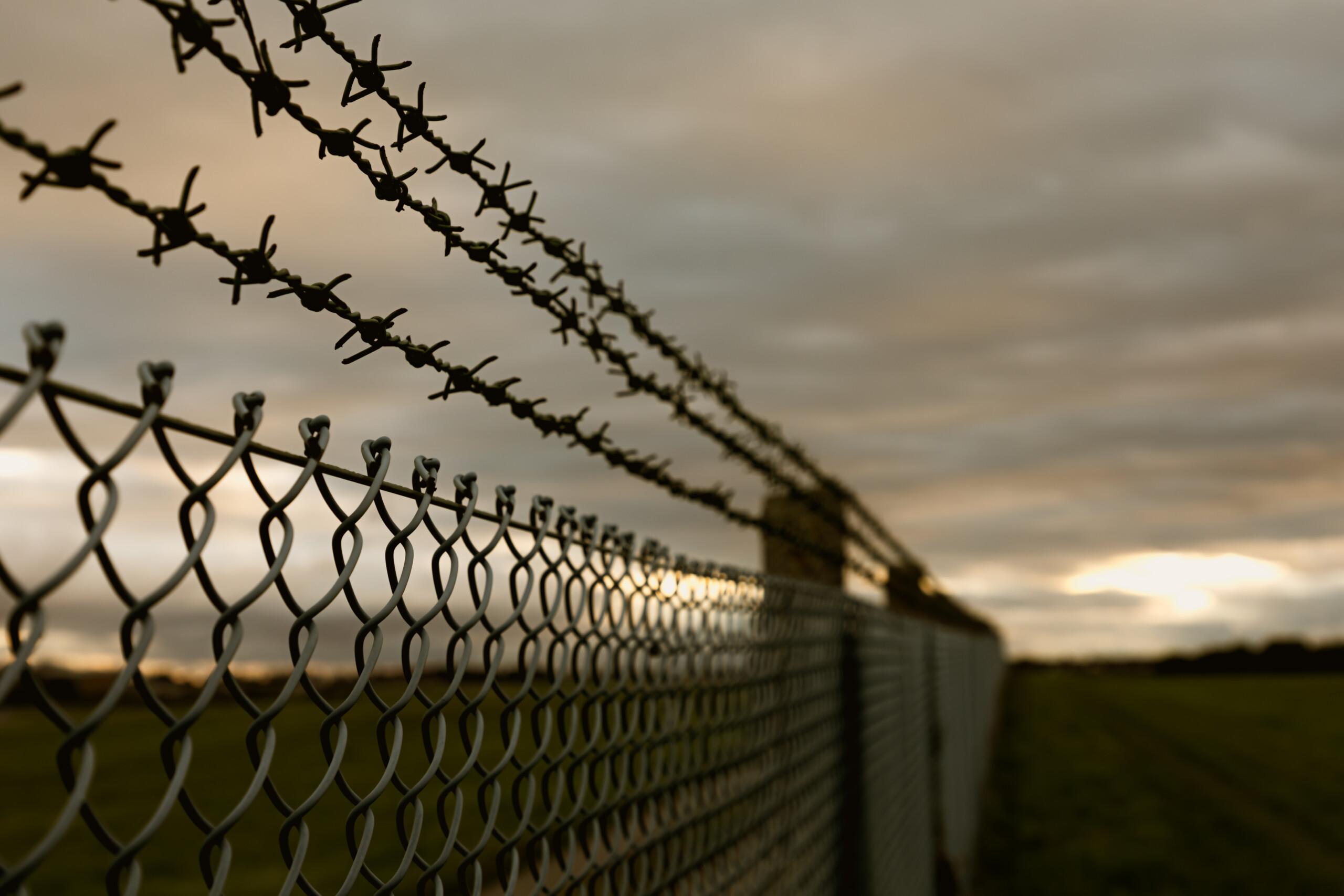 """Εξωτερικοί φρουροί """"έπιασαν"""" δέμα με ναρκωτικά έξω από τις φυλακές Κορυδαλλού – Συγχαρητήρια από την ΠΟΕΥΦ"""
