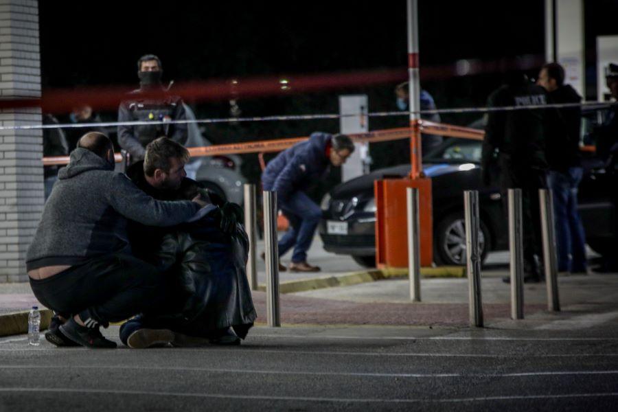 """Διπλό φονικό στην Κηφισιά με δράστη τον αστυνομικό που """"άδειασε"""" 27 σφαίρες: Συγκλονίζει η εξομολόγηση της αδελφής του θύματος – ΒΙΝΤΕΟ"""