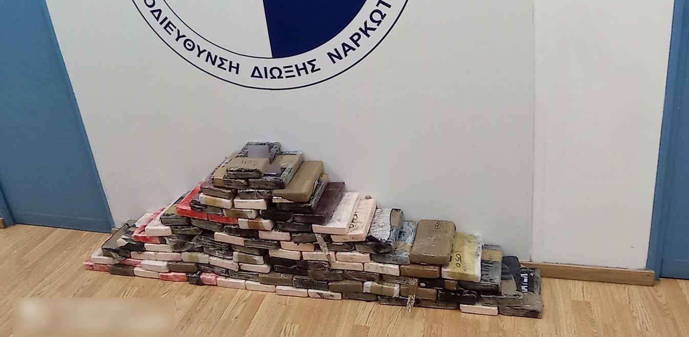 Πώς ανακάλυψε η αστυνομία τα 100 κιλά κοκαΐνης στον Πειραιά /ΒΙΝΤΕΟ