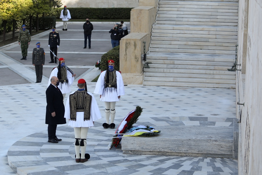 25η Μαρτίου: Συγκίνηση στην κατάθεση στεφάνων στο Μνημείο του Αγνώστου Στρατιώτη – ΒΙΝΤΕΟ – ΦΩΤΟ