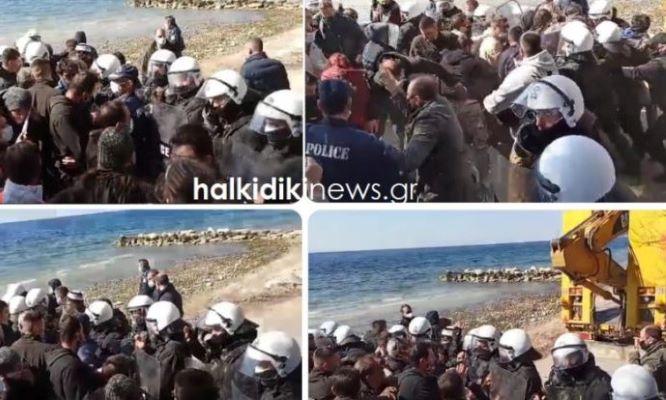 """Νικήτη Χαλκιδικής: Ήρθαν """"στα χέρια"""" με τα ΜΑΤ οι κάτοικοι – 3 συλλήψεις – ΒΙΝΤΕΟ"""