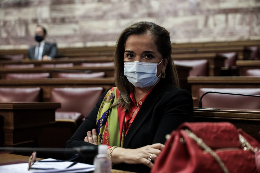 Ντόρα Μπακογιάννη: Σας κατηγορώ κύριε Δρίτσα – Με τις φασιστικές σας δηλώσεις προσβάλλατε νεκρούς