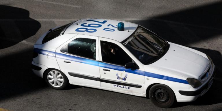 Πρωτοφανής επίθεση σε σύζυγο αστυνομικού μέρα μεσημέρι στους Αμπελόκηπους – Της έριξαν γροθιά