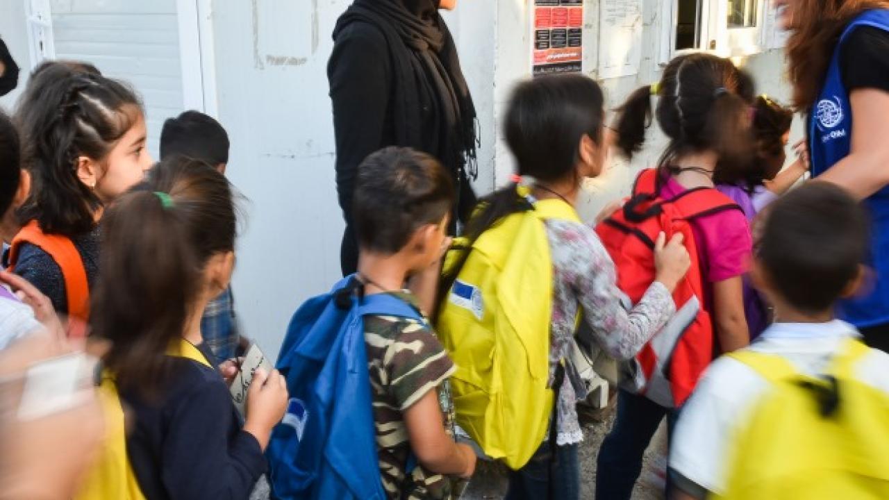 Δικαστική έρευνα σε βάρος της δημάρχου Χαλκίδας για τον αποκλεισμό προσφυγόπουλων από σχολεία