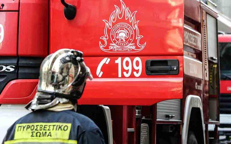 Φωτιά στα Καλύβια – Μεγάλη κινητοποίηση της Πυροσβεστικής