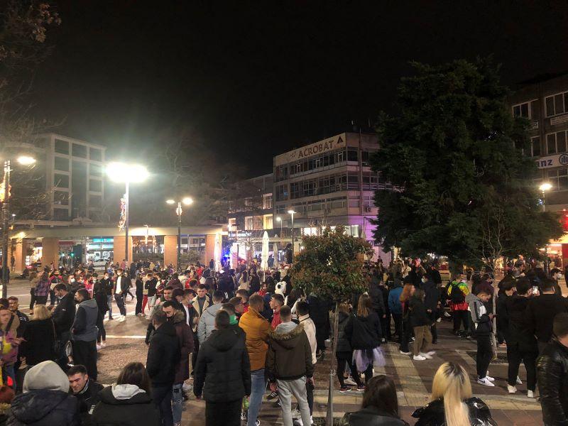 Χαμός στην Ξάνθη: Απίστευτες εικόνες συνωστισμού την τελευταία Κυριακή της Αποκριάς – Εκατοντάδες καρναβαλιστές στους δρόμους – Τι λέει ο δήμαρχος μετά τον σάλο – BINTEO