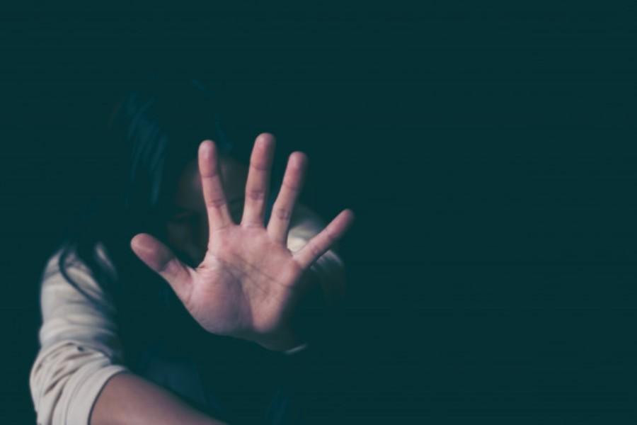 """Χτυπάει """"κόκκινο"""" η ενδοοικογενειακή βία: Τι δείχνουν τα στοιχεία της ΕΛΑΣ"""