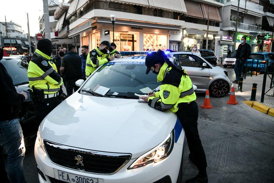 Επιχείρηση της ΕΛΑΣ στο Περιστέρι για κορονο-πάρτι: Τρεις συλλήψεις – Εννέα προσαγωγές – 152 παραβάσεις – ΒΙΝΤΕΟ – ΦΩΤΟ