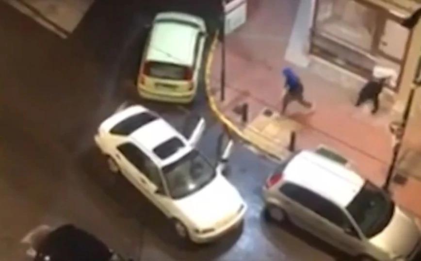 Βίντεο – ντοκουμέντο:  Οι διαρρήκτες άδειαζαν το κοσμηματοπωλείο και οι γείτονες τους πετούσαν ποτήρια με νερό και τους κατέγραφαν με τα κινητά
