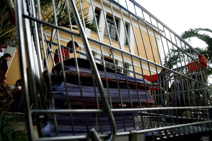 """""""Κλεμμένες"""" δικογραφίες: Βρέθηκαν τα έγγραφα και το όχημα της δικαστικής υπαλλήλου – Η έρευνα της ΕΛΑΣ συνεχίζεται"""