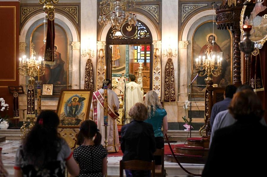 """Εκκλησίες: Μέσα στην εβδομάδα """"κληρώνει"""" ο τρόπος λειτουργίας τους εν όψει Πάσχα – Τί ζητά η Ιερά Σύνοδος – ΒΙΝΤΕΟ"""