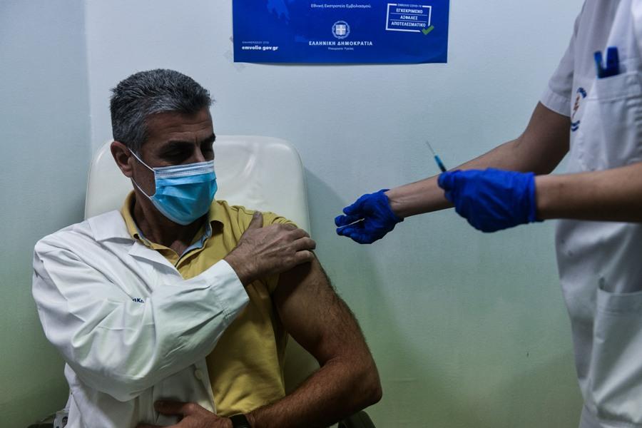 Νομική Σχολή ΑΠΘ: Σε ποιους μπορεί να επιβληθεί ο εμβολιασμός κατά του COVID-19 επί ποινή απόλυσης αν αρνηθούν