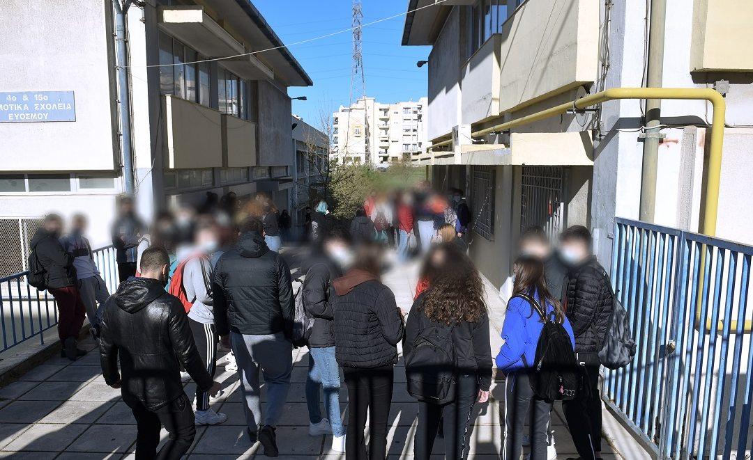 Θεσσαλονίκη: Αυτόφωρο ζητά o εισαγγελέας για τους αρνητές του  self test – Συνελήφθη η μητέρα που υπέβαλε μήνυση κατά των εκπαιδευτικών