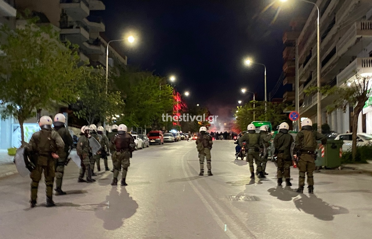 Θεσσαλονίκη: Επεισόδια μεταξύ οπαδών του ΠΑΟΚ και ΜΑΤ /ΒΙΝΤΕΟ