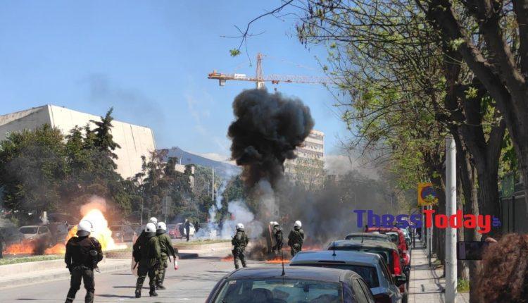 Θεσσαλονίκη: Επεισόδια μεταξύ αντιεξουσιαστών και ΜΑΤ – Μολότοφ και χημικά