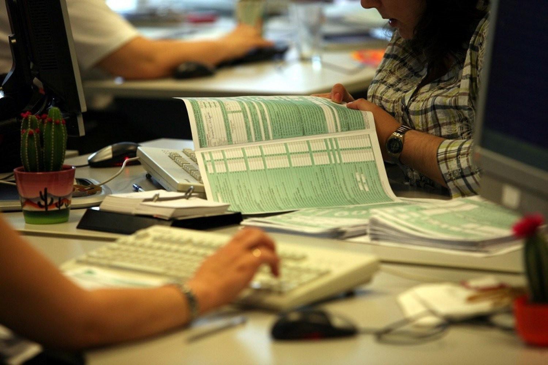 Φορολογικές δηλώσεις: Τι θα ισχύσει φέτος για τις αποδείξεις, τα τεκμήρια, τα ανείσπρακτα ενοίκια