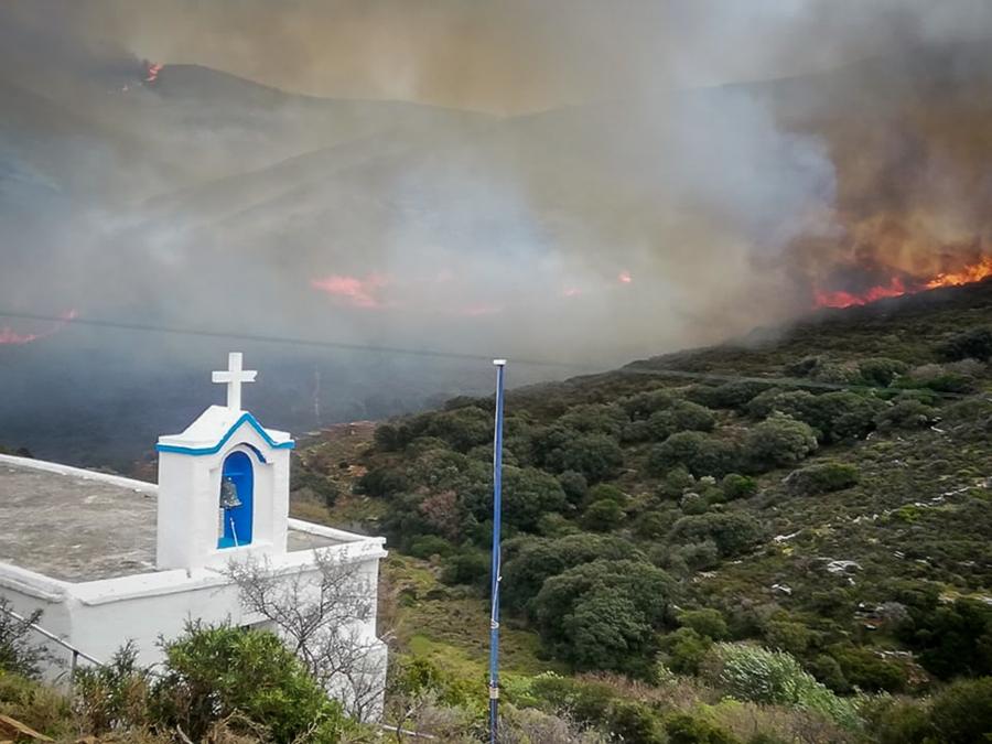 Άνδρος: Σε ύφεση το μέτωπο της πυρκαγιάς – «Θα βάλω φωτιά» είχε πει πρόεδρος κοινότητας – ΒΙΝΤΕΟ – ΦΩΤΟ