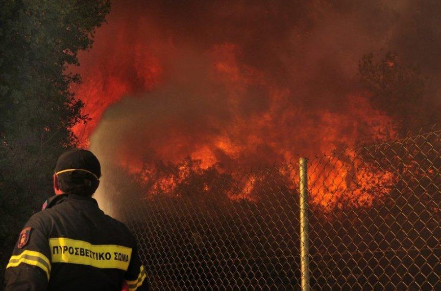 Άνδρος: Μαίνεται πυρκαγιά – Εκκενώθηκαν δύο περιοχές – Ένας Πυροσβέστης τραυματίας – ΒΙΝΤΕΟ – ΦΩΤΟ