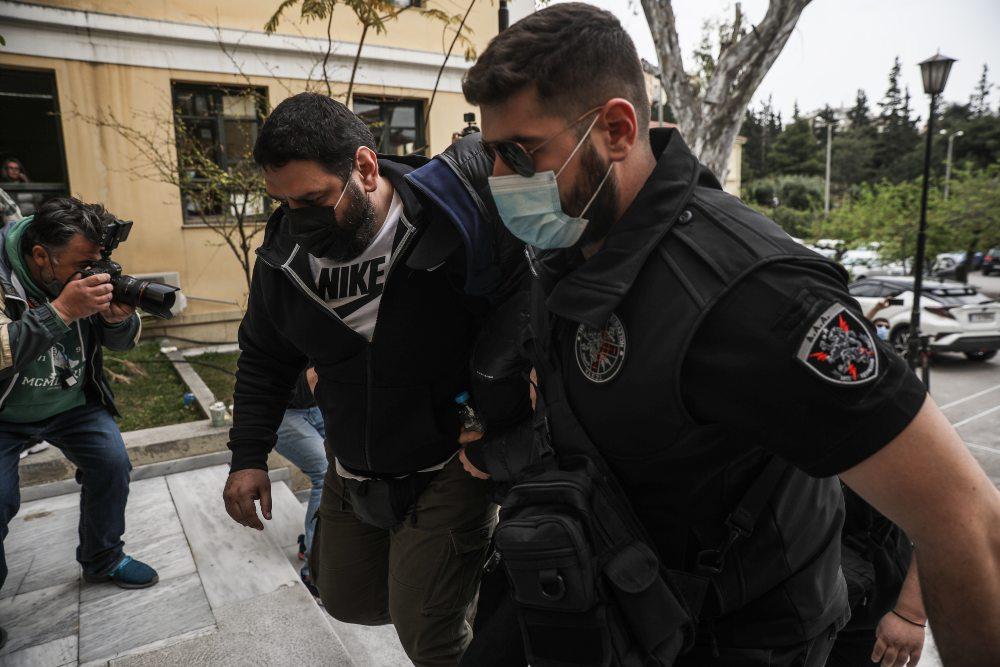 Τι αποκαλύπτουν οι αστυνομικοί φρουροί του Μένιου Φουρθιώτη – Τα περιστατικά που τους οδήγησαν σε αναφορές