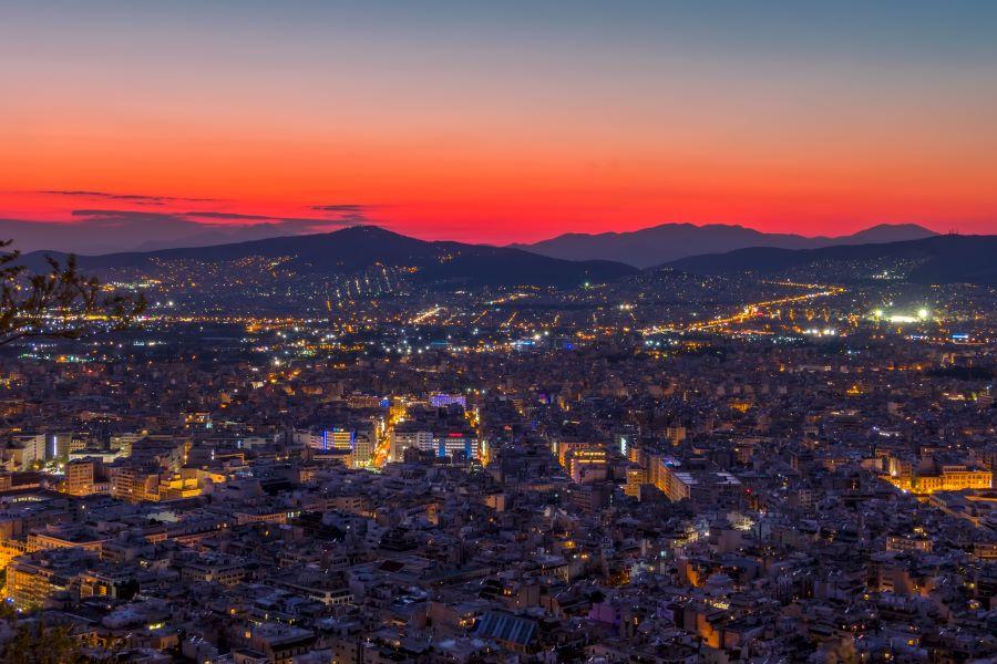 Πονοκέφαλος τα ιδιωτικά κορονοπάρτι σε σπίτια της Αθήνας – Διοργανώνονται μέσω social media