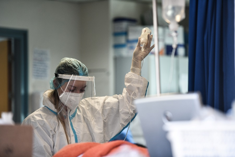 Ελληνική Ιατροδικαστική Εταιρία: Δυνατή η διενέργεια νεκροψίας-νεκροτομής σε κρούσματα κορονοϊού