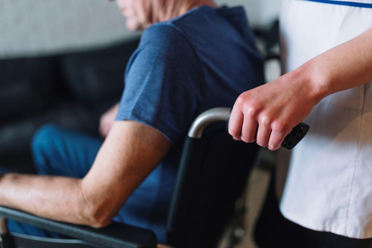 Νέα καταγγελία για το γηροκομείο – κολαστήριο στα Χανιά: Βρήκα τον πατέρα μου με ανοιχτό κεφάλι – ΒΙΝΤΕΟ