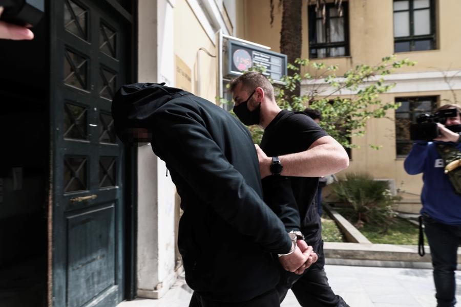 Επίθεση με καυστικό υγρό – Κυψέλη: Στον εισαγγελέα ο 25χρονος – Τί είπε στους αστυνομικούς το θύμα – ΦΩΤΟ