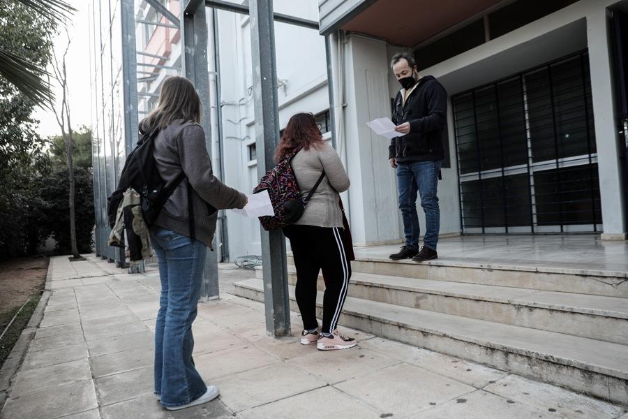 Θεσσαλονίκη: Μήνυση σε βάρος καθηγητή από διευθύντρια γιατί δεν έκανε το self test – ΒΙΝΤΕΟ