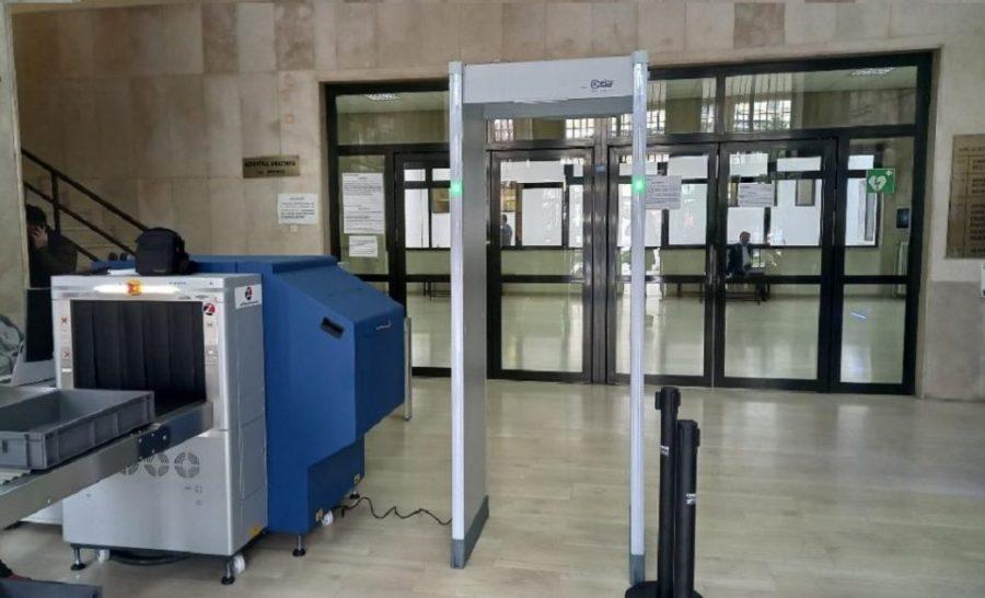 Δικαστήρια Ιωαννίνων: Τοποθετήθηκε σύστημα ελέγχου στην είσοδο – Τρεις δεκαετίες μετά τη δολοφονία του αντεισαγγελέα Σπύρου και ενός αστυφύλακα