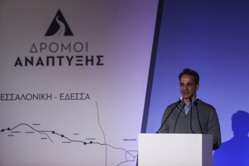 Μητσοτάκης: Είχα υποσχεθεί στη μεσαία τάξη θα της επιστρέψω όσα της πήρε ο ΣΥΡΙΖΑ και το υλοποιώ – Σφοδρή αντίδραση ΣΥΡΙΖΑ: Να κοιτάξει πώς θα επιστρέψει στη μεσαία τάξη αυτά που της αφαιρεί