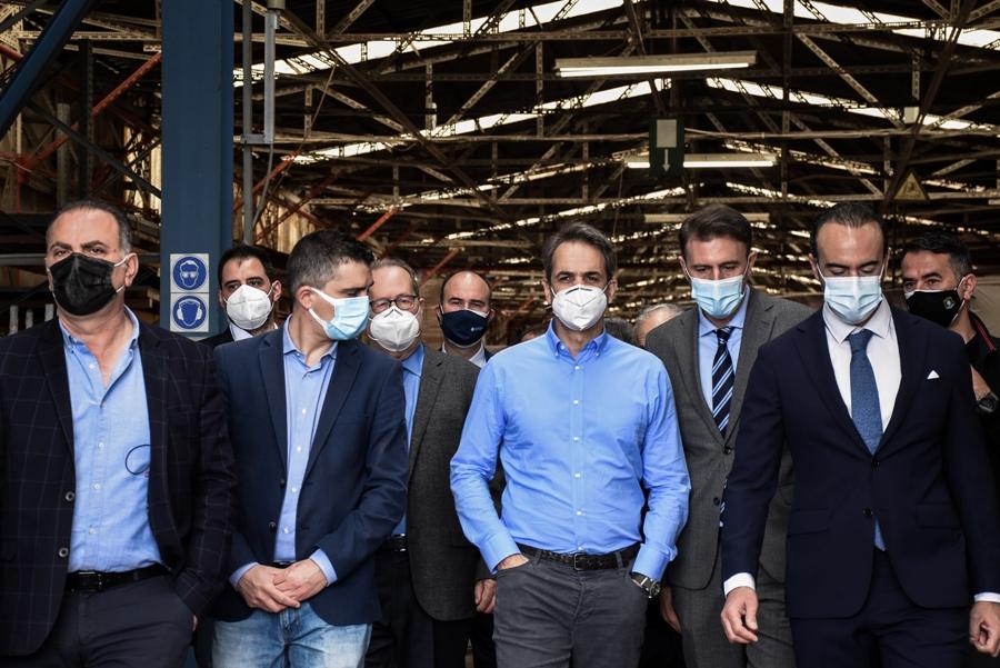 Κόρινθος: Επίσκεψη Μητσοτάκη στη διώρυγα και σε βιομηχανική μονάδα – Τί είπε για τις αποζημιώσεις από τον παγετό – ΒΙΝΤΕΟ – ΦΩΤΟ